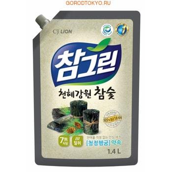 CJ LION Chamgreen - Древесный уголь Средство для мытья посуды, овощей и фруктов, мягкая упаковка с колпачком, 1350 мл.Для мытья посуды<br>Предназначено специально для безопасного мытья посуды, кухонной утвари, а также овощей и фруктов.  Обладает антибактериальным эффектом, а также адсорбирующим, дезодорирующим и чистящим свойствами, благодаря входящему в состав природному углю.  Полностью смывается водой за 5 секунд.  Обладает приятным ароматом.  Средство 100% биоразлагаемое!  Безопасно для здоровья человека, и окружающей среды!<br>  Использование: 1.5 мл на 1 л, при мытье овощей и фруктов замочить продукты в воде на 30 сек. и сполоснуть 5 сек под проточной водой.  <br> Состав: алкилэфирсульфат, оксид алкиламина, полиэтиленгликоль, лимонная кислота, бензонат натрия, ароматизатор, порошок древесного угля, вода.<br>