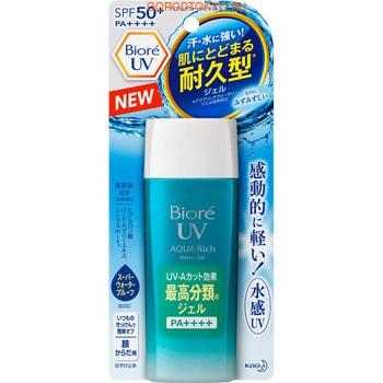 KAO «Biore UV Aqua Rich» Солнцезащитный увлажняющий гель для тела, SPF 50+, 90 мл.Защита от солнца, для загара, после загара<br>Солнцезащитный гель на водной основе надежно защищает кожу от воздействия UVA и UVB-лучей, не оставляя ощущения липкости и жирности кожи.  Имеет очень легкую текстуру, равномерно распределяется по коже, не оставляет белый налет и не забивает поры.  Благодаря содержанию гиалуроновой кислоты, маточного молочка и экстрактов цитрусовых, гель оздоравливает, глубоко увлажняет кожу и придает ей сияющий вид.  Подходит в качестве основы под макияж.  Удобную маленькую бутылочку можно взять с собой в путешествие.  Средство гипоаллергенно, обладает свежим фруктовым ароматом.   Способ применения: нанесите достаточное количество геля на кожу, равномерно распределите.  Не надевайте одежду до полного высыхания геля.  После контакта с влагой нанесите гель повторно.   Состав: вода, этилгексил метоксициннамат, этанол, алкил бензоат (C12-15), бис-этилгексил метоксифенил триазин, диэтиламиногидроксибензол гексил бензоат, диметикон, этилгексил триазон, оксид титана, ксилит, декстрин пальмитат, гидроксиэтилцеллюлоза, глицерил стеарат, акрилат/С10-30-алкил акрилат кроссполимер, цетанол, гидроксид калия, стеариловый спирт, стеариновая кислота, агар, поливиниловый спирт, изоцетет-20, стеароил метилтаурат натрия, сульфат натрия, глутаминовая кислота, камедь бобов рожкового дерева, мальтоза, бутиленгликоль, пропиленгликоль, гиалуронат натрия, экстракт маточного молочка, экстракты плодов апельсина, грейпфрута, лимона, феноксиэтанол, EDTA-2Na, ВНТ, отдушка.<br>