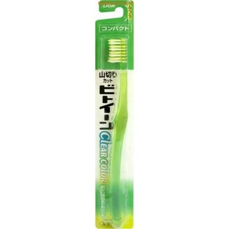 LION «Between Super Compact» - Зубная щётка с косым срезом щетинок, средней жёсткости. Зубные щетки и зубные нити<br>Эта зубная щетка с коротким косым срезом щетинок обладает повышенной проникающей и очищающей способностью, что позволяет в полной мере удалять зубной налет из межзубных промежутков. Форма красивой, прозрачной ручки позволяет ее легко держать, она плотно прилегает и крепко фиксируется в руке, не создавая эффекта скольжения. Создается оптимальный нажим для чистки зубов. <br>  <br> Состав: материал ручки ; насыщенная полиэфирная смола, материал щетины - нейлон, выдерживает температуру до 60&amp;deg; С.<br>