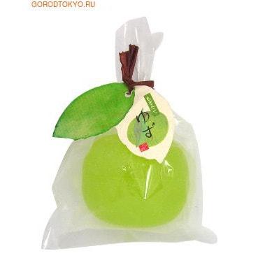 MASTER SOAP Косметическое туалетное мыло Цитрон, 85 гр.Туалетное кусковое мыло<br>Твёрдое прозрачное косметическое мыло прекрасно очищает кожу. Мыльная основа содержит только натуральные растительные компоненты.  За счет входящих в состав увлажняющих компонентов (пальмовое масло, яблочный экстракт, маточное молочко пчёл) предотвращает сухость и шелушение, великолепно смягчает кожу, делая ее гладкой и здоровой.  Обладает свежим ароматом цитрусовых фруктов. <br> Состав: калийная мыльная основа, вода, глицерин, сорбитол, пальмовая жирная кислота, пальмоядровая жирная кислота, хлорид натрия, EDTA-4Na, этидронат 4Na, экстракт яблока, BG, маточное молочко пчёл, этанол, экстракт черники, тростниковый экстракт, сок клена сахарного, красители.<br>