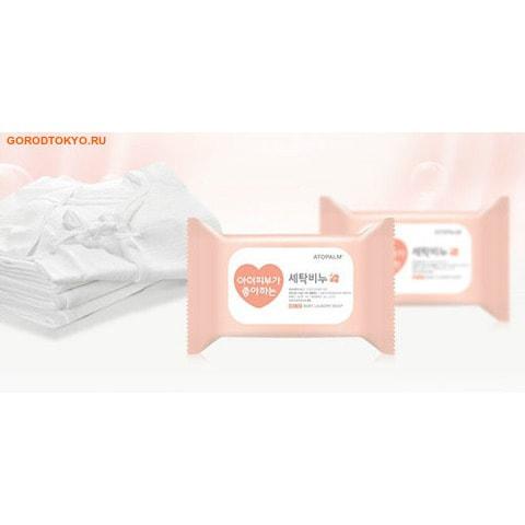 NeoPfarm, co.Ltd. Хозяйственное мыло для стирки детского и женского белья, 180 гр.Мыло для стирки<br>Хозяйственное мыло, содержащее чистую (без примесей) мыльную основу (натриевая соль с содержанием жирных кислот 98%). Подходит для стирки: детского белья, женского белья и вещей для людей с чувствительной кожей.   Благодаря запатентованной технологии MLE (многослойная эмульсия, которая воспроизводит слоистую структуру кожи) средство безопасно для чувствительной детской кожи и не вызывает раздражения кожи при стирке. Мыло обладает антибактериальным свойством благодаря входящему в его состав комплексу лечебных трав (розмарин, ромашка, ройбос). Комплекс фитонцидов (кипарис, сосна и бамбук) способствуют удалению неприятного запаха.   Не содержит парабен, красители, энзимы, лауретсульфат натрия (SLES) и флуоресцентные отбеливающие вещества. Средство легко растворяется и легко вымывается.   Эффективно удаляет стойкие застарелые пятна.<br>