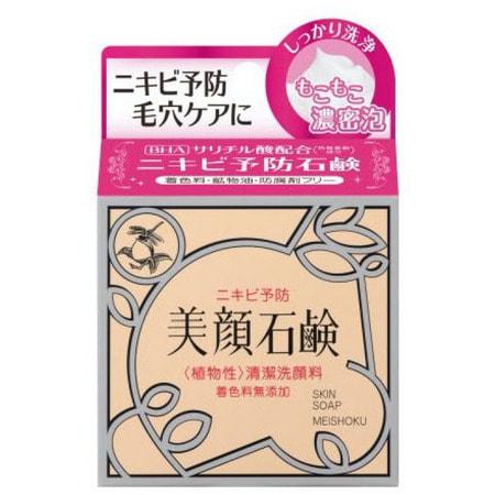 MEISHOKU Bigansui Skin Soap Мыло туалетное для проблемной кожи лица, 80 гр.ДЛЯ КОЖИ СКЛОННОЙ К ВОСПАЛЕНИЯМ И УГРЕВОЙ СЫПИ<br>Мыло прекрасно очищает.  Создает упругую и плотную пену,  которая не повреждает кожу при умывании.  Мыло полностью устраняет причины появления угрей ; повышенную жирность кожи и загрязнение пор.  Рекомендуется использовать мыло не только для лица, но и для проблемных участков кожи тела. В состав мыла входят антибактериальные и увлажняющие компоненты (экстракт корня ангелики японской, экстракт риса, экстракт корня женьшеня, экстракт корня солодки).  Мыло нормализует гидро-липидный баланс,  делает кожу матовой.  Приятный аромат  создает ощущение свежести.    Способ применения: добейтесь появления густой пены, нанесите на лицо или тело, после чего  тщательно смойте.  Подходит для ежедневного применения.  Рекомендуется применять с лосьоном и эссенцией BIGANSUI.     Состав: натрия лаурат, натрия пальмитат, натрия миристат, натрия олеат, калия миристат, калия лаурат, натрия линолеат, сорбитол, глицерин, кокосовое масло, бентонит, кокамидопропилбетаин, натрия стеарат, вода, калия пальмитат, отдушка, салициловая кислота, дикалия глицирризат, пентанатрия пентенат, тетранатрия этидронат, экстракт корня солодки, бутиленгликоль, этанол, экстракт корня ангелики японской, экстракт риса, экстракт корня женьшеня.<br>