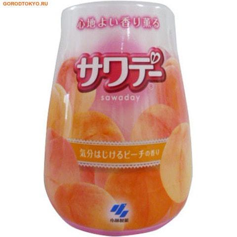 KOBAYASHI Освежитель воздуха для туалета «Kaori Kaoru – аромат персика в шампанском», 140 гр.Для туалета<br>Освежитель воздуха для туалета Kaori Kaoru ; аромат персика в шампанском.  Освежитель избавляет помещение от неприятных запахов.  Двухцветный гелевый стержень внутри корпуса наполняет туалетную комнату искристым ароматом персика в шампанском. <br>Способ применения: поставьте упаковку освежителя на ровную поверхность; поверните верхнюю часть корпуса против часовой стрелки и поднимите ее.  Для замены содержимого корпуса снимите верхнюю часть корпуса, движением вверх удалите использованный стержень и установите новый.<br>