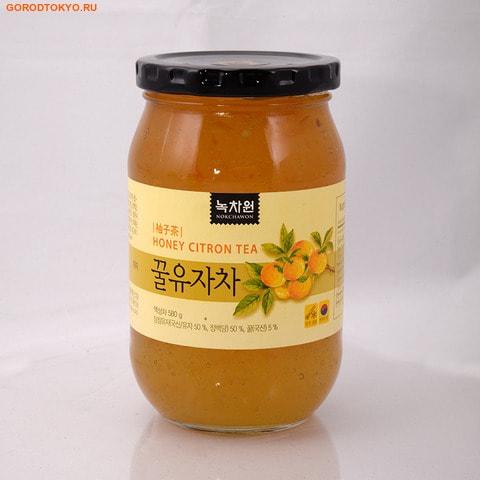 NOKCHAWON Напиток из цитрона с мёдом, 580 гр.Напитки против простуды + общеукрепляющие<br>Экологически чистый Цитрон с медом является традиционным корейским джемом и одним из наиболее известных жидких разновидностей чая.  Подвергается минимальной термической обработке, за счет чего богат витамином С и имеет ароматный и приятный вкус.  Органический цитрон с медом находится на пике популярности в Корее, как средство от простуды и гриппа, которое содержит органические ингредиенты ; цитрус, мед, без добавления пищевых добавок. Продукт сертифицирован USDA-NOP и Organic EU и JAS. Не является БАДом, не содержит ГМО.  Состав: органический цитрон, мед, фруктоза, витамин С, сахар.  Nokchawon Co. Ltd. ; это лидирующая компания на рынке Кореи и стран Азии по производству зеленого чая органик и других экологически чистых продуктов. Компания Nokchawon Co. Ltd. была основана в 1992 для развития и повышения уровня чайной культуры в Корее. Компания Nokchawon Сo.Ltd. - пионер в производстве чая в Корее и уже 22 года лидер по продажам и экспорте. Слово Nokcha переводится как зеленый чай и символизирует саму природу. Объединение слов зеленый чай (Nokcha) и первый(One), означает, что компания стремится производить только лучшее. Компания быстро расширила ассортимент, объединяя современные и традиционные чаи и продукты, изготовленные на заказ. Таким образом, Nokchawon предоставляет продукцию самого высокого качества, гарантированную надежность, конкурентные цены и разнообразные упаковочные материалы своим клиентам по всему миру.  Площадь Nokchawon - 60 гектаров.  Сертификаты:   Компания Nokchawon производит экологически чистый чай и владеет сертификатами MIFFAF Органик ; Министерство сельского и лесного хозяйства Республики Корея, которое отвечает за стандарты качества и сорта сельскохозяйственной продукции, и обеспечивает соблюдение требований к ГМО и маркировке.     EU Organic BIO ; единый знак качества органических БИОпродуктов питания Европейского Сообщества, гарантирует , что продук