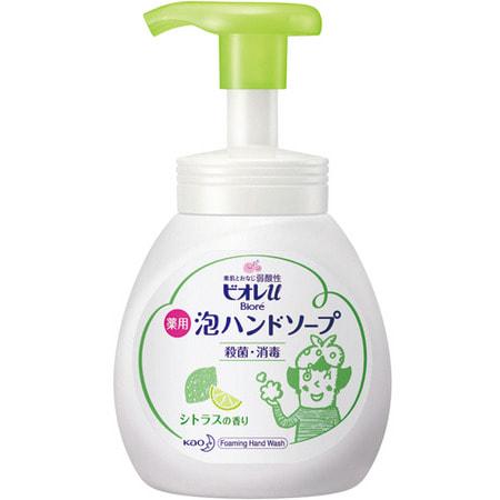 KAO «Biore U - Foaming Hand Soap Citrus» Мыло-пенка для рук с ароматом сочных цитрусовых фруктов, 250 мл.Жидкое мыло для рук<br>Воздушное мыло-пенка с бактерицидными и лекарственными ингредиентами отлично удаляет грязь и нежелательные запахи с рук.  Содержит натуральные компоненты, смягчающие кожу и придающие ей бархатистость.  При нажатии средство выходит в виде пышной пенки, удобно и экономично в использовании.  Мелкозернистая пена прекрасно очищает и увлажняет кожу, сохраняя при этом её естественный баланс.  Средство имеет мягкий аромат цитрусовых, обладает слабой кислотностью, поэтому безопасно для кожи малышей, подходит для ежедневного применения вместо традиционного мыла.  Способ применения: нанести небольшое количество мыла на руки, вспенить, смыть водой.   Состав: триклозан, вода, лаурет сульфат натрия, пропиленгликоль, лауриловый эфир уксусной кислоты, глицерин, полиглицерил лауриновой кислоты, DL-яблочная кислота, бензоат, эдетат соль, раствор гидроксида натрия, отдушка.<br>