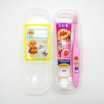 """Lion """"L pack Anpanman"""" Детский мини-набор - зубная щетка для детей от 1,5 до 5 лет и зубная паста со вкусом клубники, 50 г. (фото)"""
