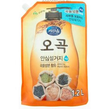 MUKUNGHWA Увлажняющее средство для мытья посуды, овощей и фруктов в холодной воде 5 злаков, 1,2 л.Для мытья посуды<br>Средство отлично пенится и смывает жир даже в холодной воде. В состав, помимо моющих компонентов, входят масла 5 злаковых культур (черные соевые бобы, коричневый рис, адая, пшеница, маш), это позволяет отлично отмывать любые загрязнения и заботиться о коже рук.  Подходит для мытья овощей и фруктов.  Не содержит искусственных красителей, консервантов, парабенов. Имеет приятный аромат злаковых.  Не оставляет навязчивого запаха на посуде.<br>