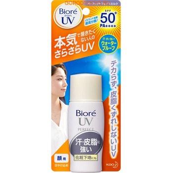 KAO Biore UV Perfect Водостойкоe солнцезащитное молочко для лица, бутылочка, 30 мл.СОЛНЦЕЗАЩИТНЫЕ СРЕДСТВА<br>Молочко предназначено для защиты кожи от вредного воздействия УФ-лучей. Предохраняет кожу от образования пигментных пятен и веснушек, вызванных солнечными ожогами.  Водостойкая формула позволяет сохранять солнцезащитный эффект длительное время.  Молочко имеет очень легкую консистенцию, не оставляет ощущения липкости.  Содержит пудровый компонент, адсорбирующий пот и себум.  Гиалуроновая кислота, входящая в состав средства, предотвращает кожу от пересыхания при длительном пребывании на солнце.  Может быть использовано в качестве основы под макияж. Способ применения: наносите молочко утром, после обычного ухода за кожей.  Для поддержания солнцезащитного эффекта в течение дня наносите повторно.  Вечером тщательно удалите средство с кожи.  Состав: циклопентасилоксан, вода, этанол, оксид цинка, этилгексил метоксициннамат, лаурилметакрилат / метакрилат натрия кроссполимер, диметикон, алкил бензоат C12-15, диэтиламино гидроксибензоил гексил бензоат, оксид титана, полиметил силсесквиоксан, бис этилгексилоксифенол метоксифенил триазин, тальк, метикон, ПЕГ. 12 диметикон, ПЭГ-3 диметикон, полисиликон -9, ПЭГ-32, стирол / стеарилметакрилат кроссполимер, оксид алюминия, оксид кремния, гиалуронат натрия, феноксиэтанол.<br>