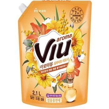 MUKUNGHWA «Aroma Viu Golden Mimosa» Антибактериальный кондиционер, с ароматом золотой мимозы, запасной блок, 2,1 л.Кондиционеры для белья<br>Не содержит консервантов, искусственных красителей. Обладает стойким приятным ароматом мимозы. Натуральные цветочные масла раскрываются на тканях во время носки. Подходит для любых типов и цветов тканей. Смягчающий, разглаживающий, антистатический, улучшает свойства тканей, прекрасно дезодорирует. Содержит в составе прополис и 7 антибактериальных компонентов, которые подавляют рост бактерий, вызывающих неприятные запахи при сушке белья в помещении или при пропитывании одежды потом. Кондиционер дерматологически протестирован, не вызывает аллергию, раздражений. Многоразовая мягкая упаковка с закручивающейся крышкой.<br>