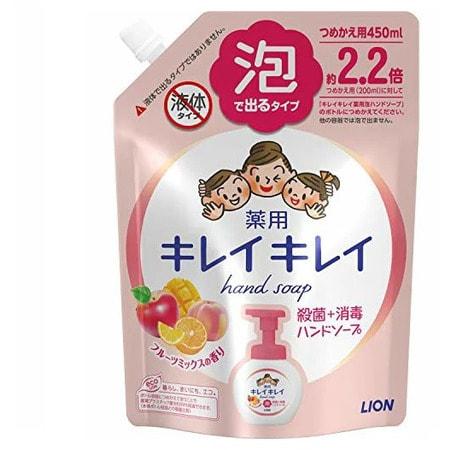 LION KireiKirei-Фруктовый микс Жидкое мыло-пенка для рук для детей и взрослых с антибактериальным эффектом, сменная упаковка, 450 мл.Жидкое мыло для рук<br>Жидкое мыло-пенка для рук для детей и взрослых с антибактериальным эффектом образует пышную и легкую пену. Антибактериальный компонент тщательно очищает и защищает кожу рук от микробов. Мелкозернистая пена захватывает загязнения из труднодоступных мест и без труда смывает их.  Пена быстро смывается и не оставляет ощущения скольских рук.  Моющая  основа  100%  растительного происхождения  подходит для чувствительной и нежной кожи. <br> Состав: тимол, метилфенол, PG, гидроксид калия, лаурик, миристин, стеорил, лаурил диметил бетаин, масло розмарина, этанол амин, ароматизаторы, полистироловая эмульсия, EDTA.<br>