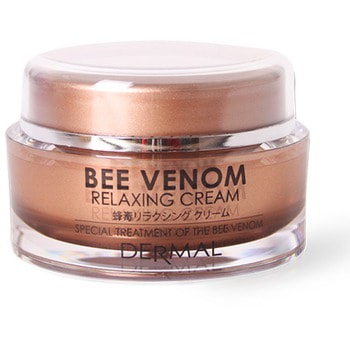 Dermal Успокаивающий крем для лица, с пчелиным ядом и целебными экстрактами, 50 г.КОРЕЙСКАЯ КОСМЕТИКА<br>Крем вобрал в себя все лучшее из природы для того, чтобы передать эти полезные вещества Вашей коже.  Благодаря пчелиному яду, маточному молочку и экстракту морского гребешка крем исключительно полезен для кожи.  Он повышает естественную способность кожи к восстановлению, питает клетки, ускоряет регенерацию и оказывает релаксирующее действие.  Природные компоненты - каштан городчатый, экстракт листьев алоэ-вера, портулака огородного, центеллы азиатской, розмарина лекашттвенного, насыщают кожу витаминами, что придает коже гладкость, эластичность и отдохнувший вид.<br>