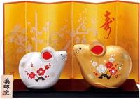 YAKUSHIGAMA Японский подарочный сувенир - Две Мыши, Большие - Золотая и Серебрянная. Размеры: Золотая: 8,5х10,5 см. Серебряная: 7х8,5 см.