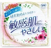"""Unicharm """"Sofy"""" Ежедневные гигиенические прокладки для чувствительной кожи, с ароматом цветочного мускуса, 72 шт."""